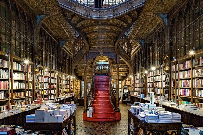 Livraria Lello, knihkupectví, interiér, knihy