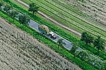 Traktor se senem