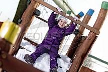 Dítě, sníh, zábava