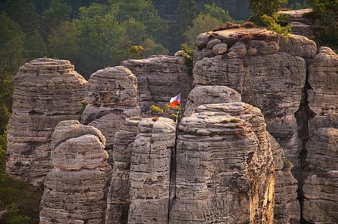 Hruboskalské skalní město, vlajka ČR