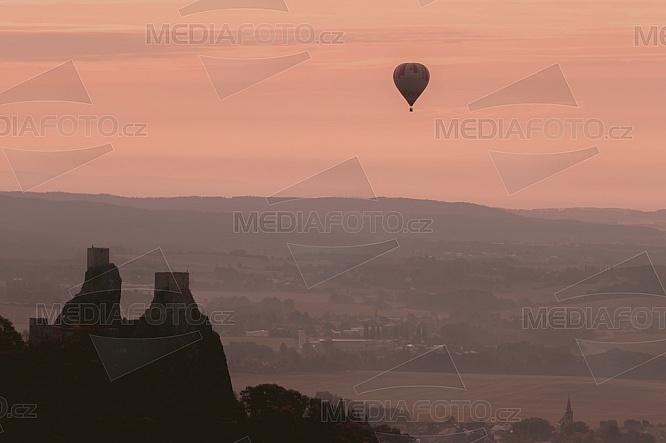 Hrad Trosky, horkovzdušný balón